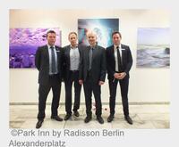 "Park Inn by Radisson Berlin Alexanderplatz: ""art place berlin"" mit 3D-Foto-Kunst von Marek Saenderski"