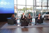 Corinna Pommerening, Expertin für Zukunftstrends, moderiert eine Talkrunde zur Digitalisierung in der Wirtschaft