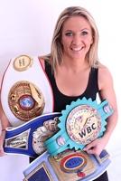Charming Champ: Weltmeisterin Nikki Adler wieder im Ring