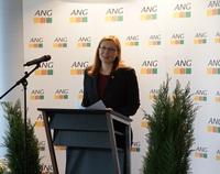 ANG-Präsidentin Brigitte Faust gratuliert  der Gewerkschaft Nahrung-Genuss-Gaststätten (NGG) zum 150-jährigen Jubiläum