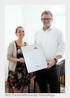 Fachkräftemangel Altenpflege erfolgreich beim COMPRIX-Award
