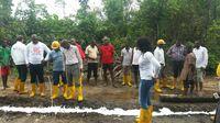 One Earth - One Ocean e.V.  reinigt ölverseuchte Gewässer im Nigerdelta -   Umweltminister vor Ort