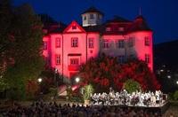 Stimmungsvolle Philharmonische Schlosskonzerte im Innenhof des Schlosses Neuweier