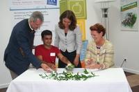 Migrations-Ministerin Aydan Özo?uz begleitet erste Azubi-Messe Deutschlands für Flüchtlinge, Asylbewerber und Migranten in Passau