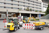 Neugestaltung der Außenanlage des Wiener AKH mit Maschinen von HKL