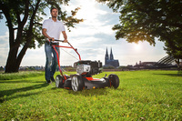 Mulchmähen - den Rasen mähen und düngen in einem Schritt