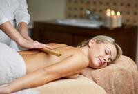 Die Massage mit warmen Bambusstäbchen: