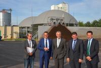 Landwirtschaftsminister informiert sich über Biogasanlage Dorsten
