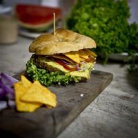 Reger Burger: Jungunternehmer starten Crowdfunding für veganen Burger Foodtruck