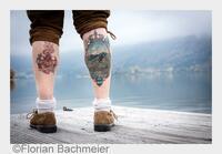 Unterfranke tätowiert sich Schliersee-Panorama auf die Wade