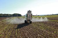 Roboter unterstützt Arbeit auf Feldern und im Gewächshaus