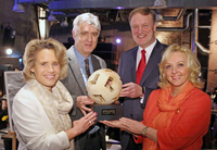 Nachhaltiges und innovatives Engagement für Kinder / CEWE mit SOS Childrens Village Cup in Gold ausgezeichnet