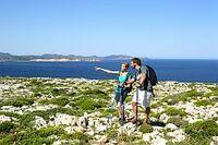 Ein Rucksack voller Reiseideen für individuelle Wanderurlauber