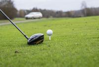 Wann muss Golfer zahlen?  Ungewöhnliche Flugbahn: Golfball trifft Heckscheibe - ohne Verschulden keine Haftung