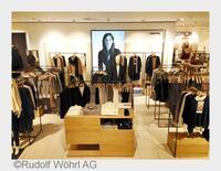 Modehaus WÖHRL im Nova Eventis unterstreicht seine Kompetenz