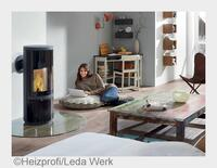 Romantischer Wohntrend mit Spareffekt: Flackernde Flammen über roter Glut