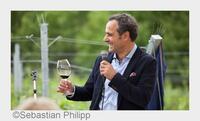 Das S.O.S.-Wein-Telefon: Top-Sommelier Rakhshan Zhouleh hilft mit seinem Weinwissen  gekonnt durch die Feiertage