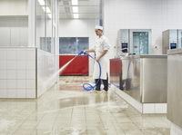 ?Ein starkes Doppel hält in der Großküche dicht: Beim Neubau der Gastromenü Manufaktur in Ulm schützt das Schwenk Dichtbahnsystem vor Feuchtigkeit