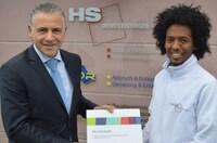 Vom Praktikanten zum Azubi - HS Dienstleistungen unterstützt Flüchtling aus Eritrea