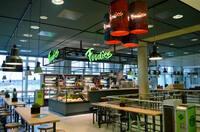 """Einzigartige Kombination aus Gastronomie und Handel: Die neue Snackbar """"Foodies"""" am Stuttgart Airport setzt auf Regionalität, Bio und Frische"""