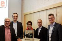 Das SKIDATA-Team und Digital feiern 60.000ste Ticketmechanik