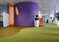 Für höchste Anforderungen: zwei neue Bodenbelagsklebstoffe für den Objektbereich