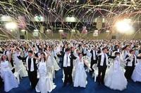Weltfrieden durch internationale Hochzeit