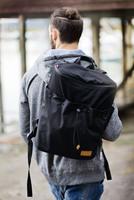 """Platzwunder Ahoi: """"Urban Harmony"""" Laptop-Rucksack im Seesack-Design behält mit 240° Reisverschluss den Überblick und bietet viel Stauraum"""