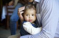 Babytragen - inniger Kontakt beim Transport