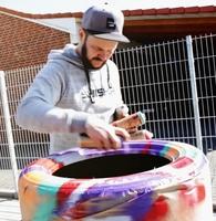 Graffiti-Star Rene Turrek animiert zum Reifenwechsel - mit origineller Spray-Aktion bei reifen.com