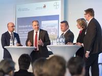 Innovationen für ein besseres Leben - Bundesgesundheitsminister Gröhe bei Bayer