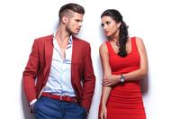 Eine Journalistin sieht rot - Farbe der Herrensocken und der Wohnaccessoires