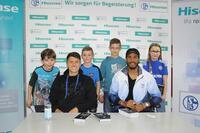 Erfolgreiche Autogrammstunde: Hisense und Schalke 04 lassen Bochumer Fussballherzen schneller schlagen