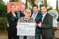 1 Million zum Hochzeitstag - Anke Mielitz aus Berlin jubelt über den Hauptgewinn beim SKL Millionen-Event auf Mallorca