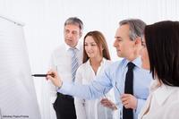 Mittelstandsunternehmen suchen vergeblich passende Mitarbeiter -  wer den Falschen einstellt, zahlt drauf!