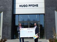 "Hugo Pfohe übergibt Auktionsgewinn an Kinder der ""Arche e.V."""