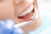 Zahnärztin (Reutlingen): Was ist ein Zahnimplantat?
