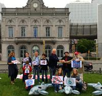 EU-Parlamentarier für die Freiheit der Delfine - WDSF und ProWal Demo in Brüssel