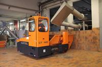 Spezialstapler für die Entsorgungslogistik: Hubtex Mulden-Transporter schaffen Ordnung in Klärwerken & Co.
