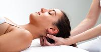 Mit sanftem Druck gegen den Kopfschmerz: Osteopathie