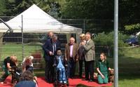 Gelungene Eröffnung der neuen Trainingswiese im Kieler Tierheim