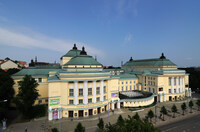 """""""La Traviata"""" und """"Schwanensee"""" in der estnischen Nationaloper."""