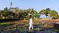 Yoga am Lotus Pond