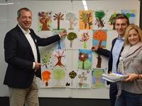 Kinder malen, die Sparda-Bank Nürnberg pflanzt: Über 2.000 Bäume für Nordbayern