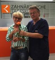 Zahnärztliche Tagesklinik Augsburg begrüßt erste Patientin