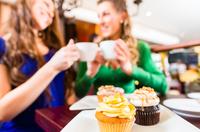 Kaffee trinken, Kuchen essen und dabei Geld verdienen?