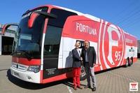 Mannschaftsbus Fortuna Düsseldorf erhält Power von YUASA