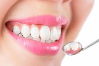 Zahnärztin aus Reutlingen: Warum Zahnimplantate Sinn machen