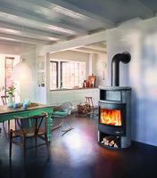 Wärme aus dem Ofen: So sind Brennholz und Kaminbriketts stets zur Hand