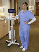 Ergotrons mobile Gerätewagen erleichtern die Krankenpflege am Behandlungsort und den IT Support